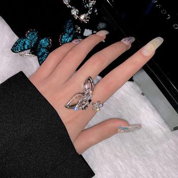 Актуален дамски пръстен с пеперуда и цвете