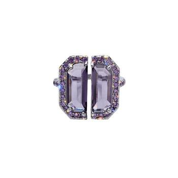 Стилен дамски пръстен в квадратна форма с камъни
