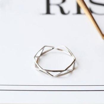 Ежедневен пръстен изчистен модел