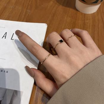 Дамски актуалун комплект от три пръстена с камък