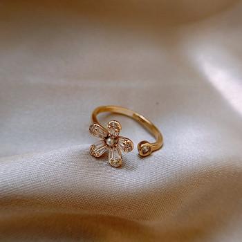 Ежедневен дамски пръстен с цвете и камъни