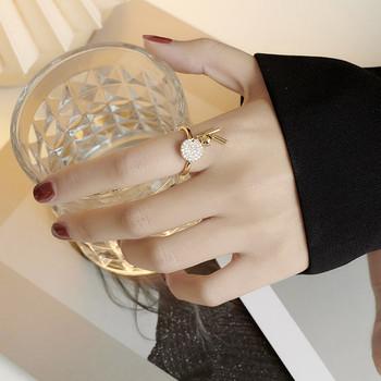 Стилен дамски пръстен с метални елементи