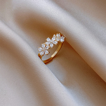 Дамски модерен пръстен с цветя и декоративни камъни