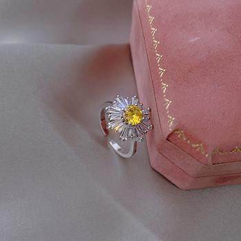 Стилен дамски пръстен с цвете и декоративни камъни