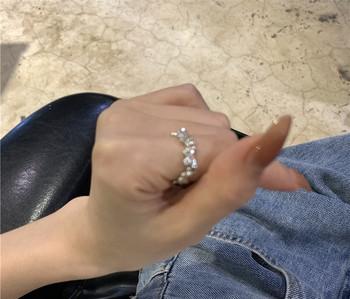 Дамски актуален пръстен тънък модел с пеперуди