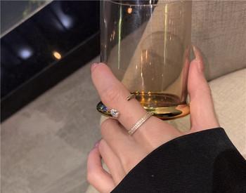 Актуален дамски пръстен с камъни