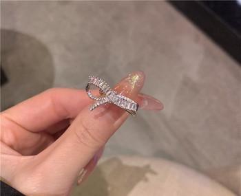 Дамски елегантен пръстен с декоративни камъни