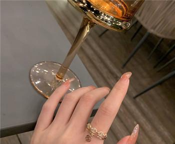 Модерен дамски пръстен с декоративни камъни и висулка
