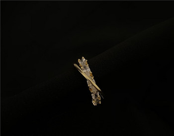 Елегантен дамски тънък пръстен с камъни