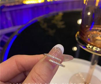Стилен дамски пръстен тънък модел с декоративни камъни