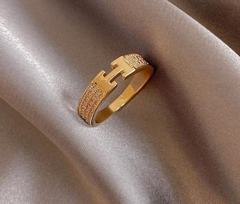 Модерен дамски пръстен широк модел с декоративни камъни