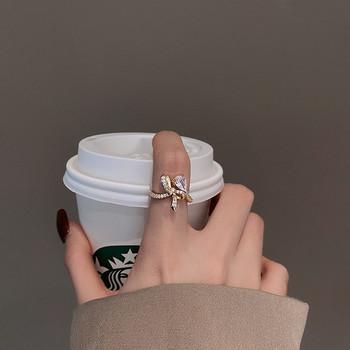 Стилен дамски пръстен с панделка и декоративни камъни