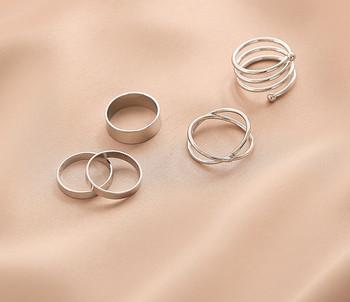 Актуален комплект от дамски пръстени изчистен модел
