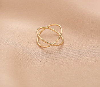 Дамски тънък изчистен модел пръстен