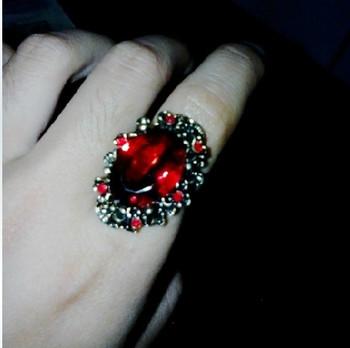 Дамски ежедневен пръстен с камък
