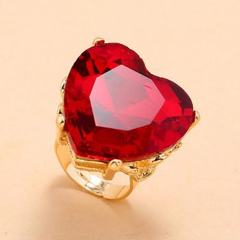 Дамски ежедневен пръстен във формата на сърце с камъни