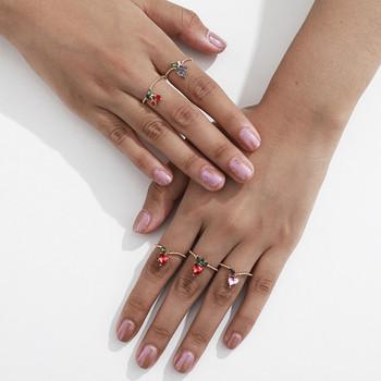 Актуален дамски комплект от пръстени с различни елементи