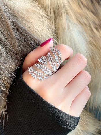 Γυναικείο φαρδύ μοντέλο δαχτυλίδι με διακοσμητικές πέτρες