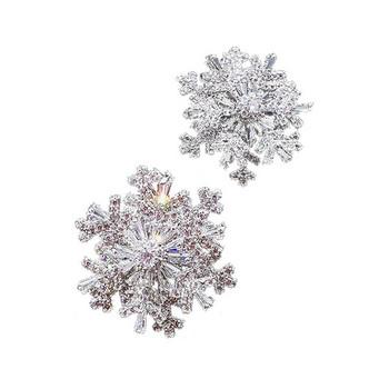 Модерен дамски пръстен във формата на звезда с декоративни камъни