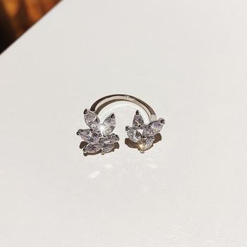 Ежедневен дамски пръстен с декоративни камъни във формата на цвете