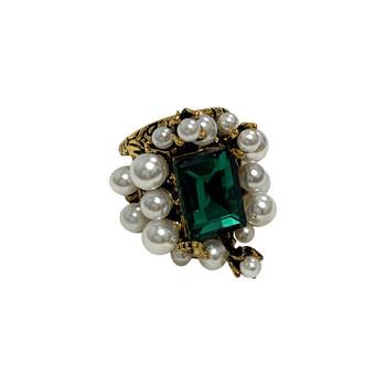 Стилен дамски пръстен в квадратна форма с декоративни перли