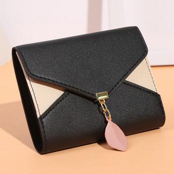 Γυναικείο πορτοφόλι με αξεσουάρ και μεταλλική στερέωση