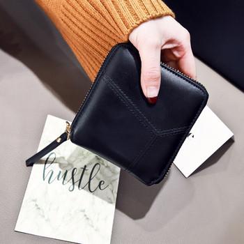 Μικρό γυναικείο πορτοφόλι με τετράγωνο σχήμα και φερμουάρ