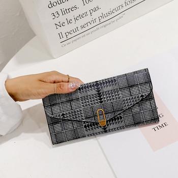 Γυναικείο πορτοφόλι με μεταλλική διακόσμηση σε γκρι και καφέ χρώμα
