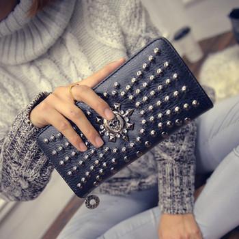 Γυναικείο πορτοφόλι με μεταλλικά στοιχεία και φερμουάρ