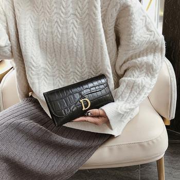 Γυναικείο έκο δερμάτινο πορτοφόλι με μεταλλικό στοιχείο και κούμπωμα