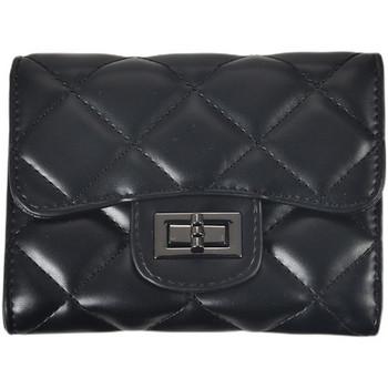 Μοντέρνο γυναικείο πορτοφόλι από οικολογικό δέρμα με αγκράφα