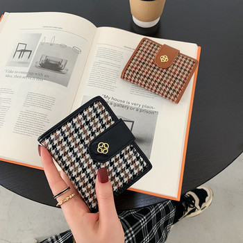 Γυναικείο χρωματικό πορτοφόλι με μεταλλικό στοιχείο