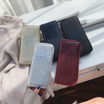 Γυναικείο πορτοφόλι νέου μοντέλου από οικολογικό δέρμα με λαμπερό αποτέλεσμα