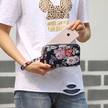 Γυναικείο μοντέρνο πορτοφόλι με φερμουάρ και λουλουδάτο μοτίβο