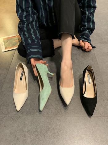 Изчистен модел дамски обувки от еко велур - заострен модел