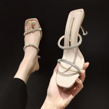 Елегантни чехли с тънки каишки с камъни