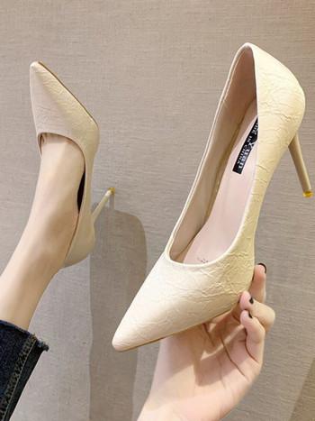 Дамски пролетно-есенни обувки с ток изчистен модел