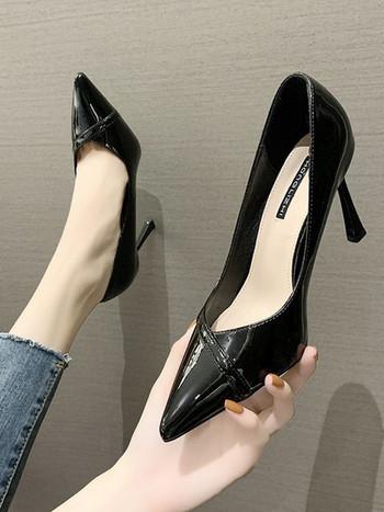 Нов модел пролетно-есенни лачени обувки