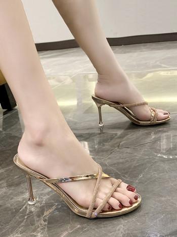 Елегантни чехли със златисти каишки и камъни