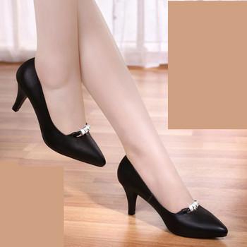 Γυναικεία παπούτσια με διακόσμηση - μυτερό μοντέλο