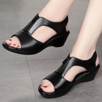 Дамски кожени сандали с цип