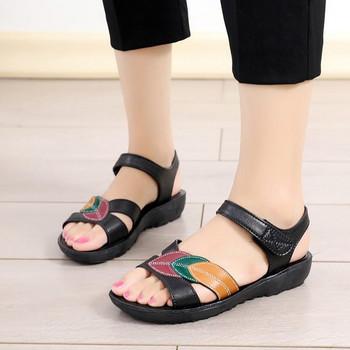 Нов модел кожени дамски сандали с лепенки