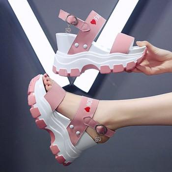 Дамски сандали с висока груба подметка и надписи