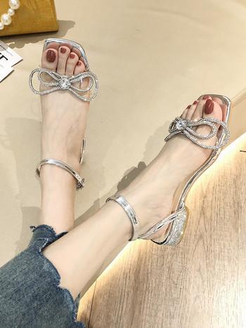 Дамски сребристи сандали с декорация камъни