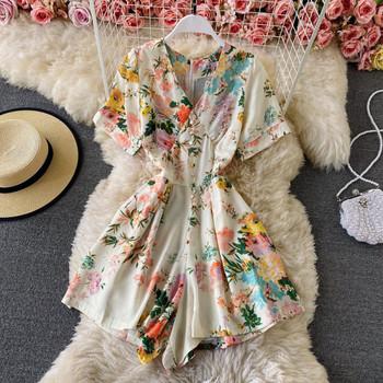 Πολύχρωμες γυναικείες φόρμες με κοντά μανίκια και ντεκολτέ