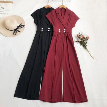 Γυναικεία ολόσωμη φόρμα με κοντά μανίκια και κουμπιά