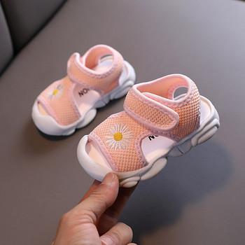 Бебешки ежедневни сандали с лепенки и бродерия