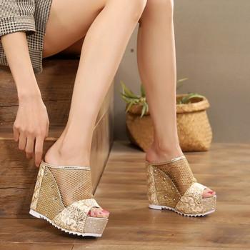 Дамски чехли на висока платформа в три цвята