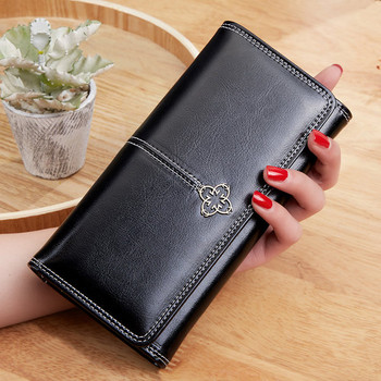 Κομψό γυναικείο πορτοφόλι με μεταλλική διακόσμηση