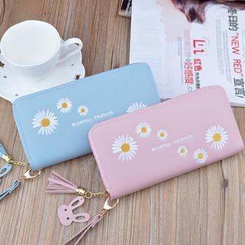 Γυναικείο πορτοφόλι με κεντημένη επιγραφή και λουλούδια